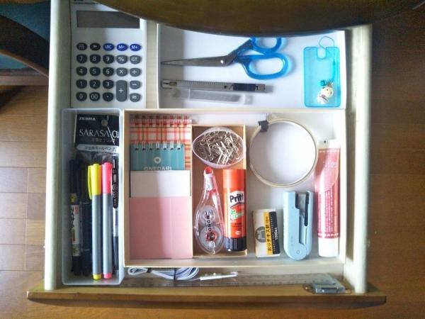 私の机の引き出し 家にあるもので収納 20210616