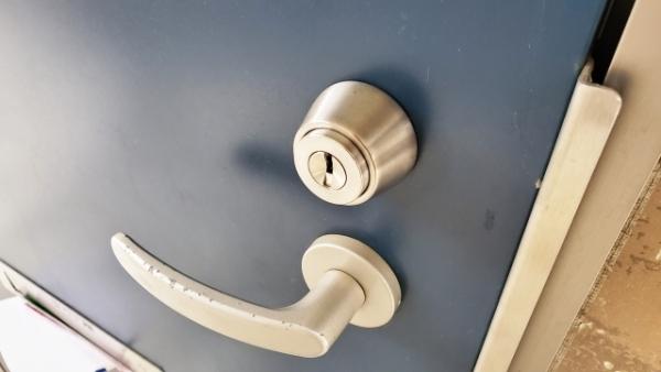 玄関 鍵 ドア
