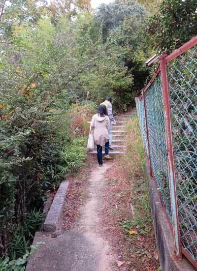 201125鷹塚山地蔵尊へ2