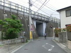 新幹線ガード下 池上本門寺散策1