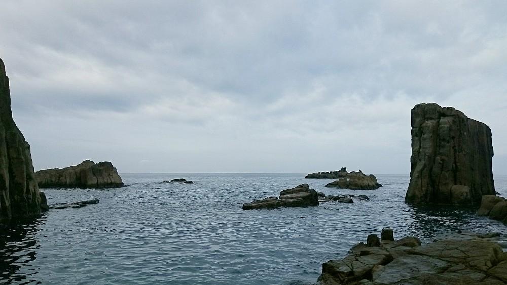 東尋坊にある屏風岩と軍艦岩と亀岩