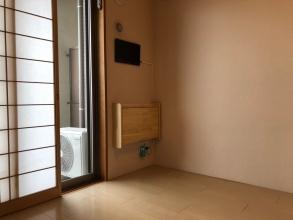 自宅にはテレワークスペースも個室もなし。。。働く時だけ、部屋の一角を個室化して利用する!