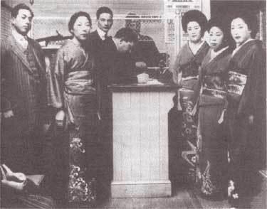 1919年のエンジェル島(カリフォルニア州)での日本の写真花嫁。