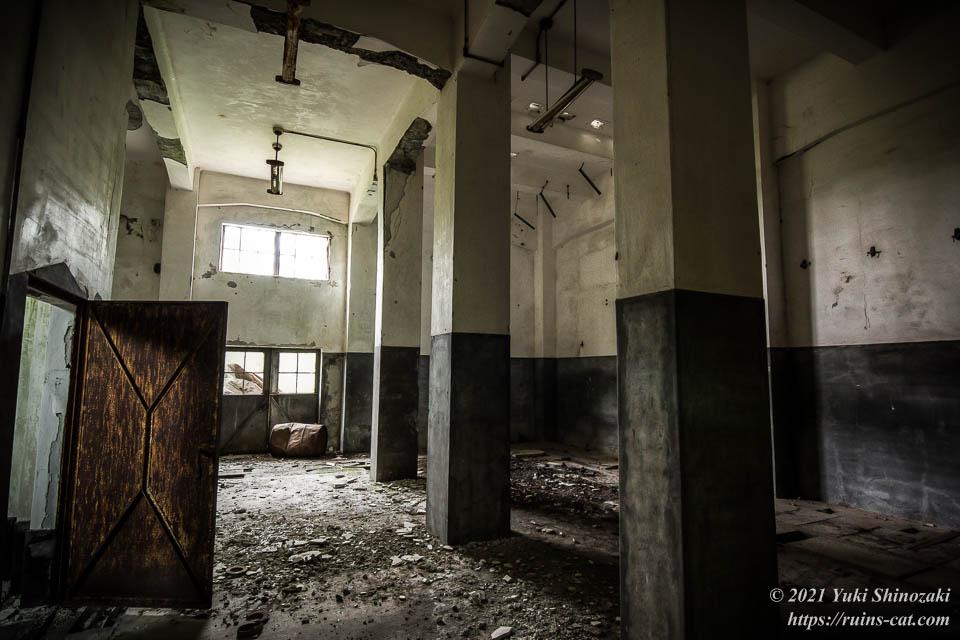 旧炭鉱施設 変電所内部(1階)