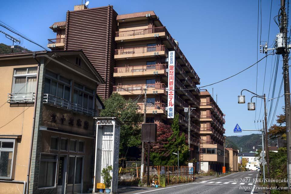 鬼怒川観光ホテル東館の外観(道路側より)