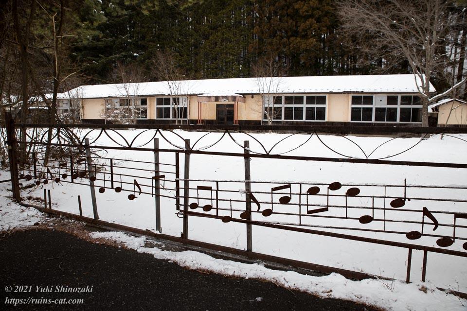 神子内小学校 音符のあしらわれた校門