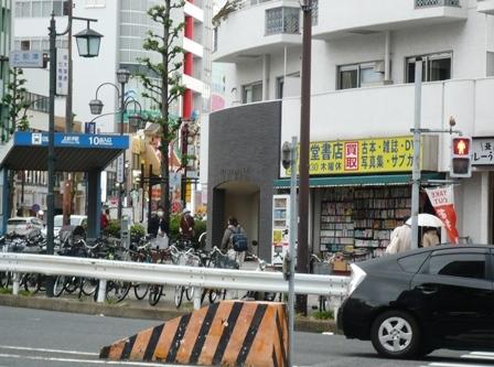 上前津・古書店1