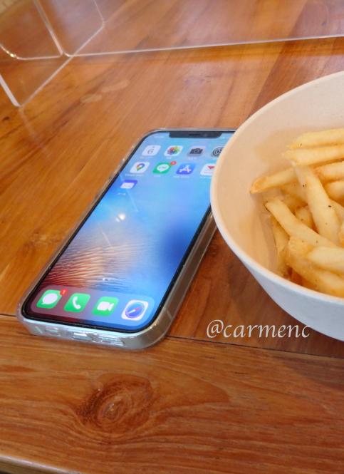 iPhone12とポテト