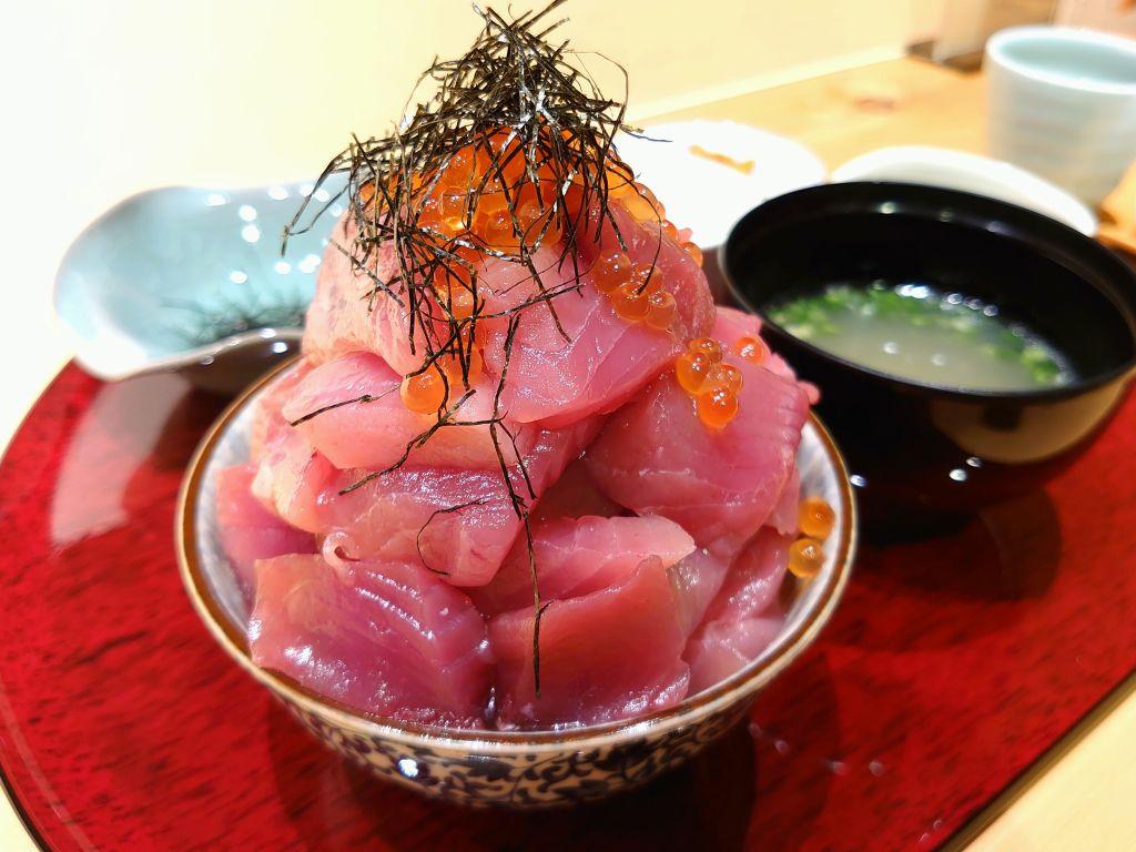 「割烹やまだ(北九州市小倉北区)」週末限定まぐろのせ放題丼がスゴイ!博多式海鮮極味丼も絶品です。