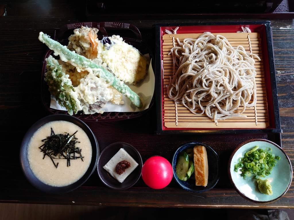 「そば処 よしぶ(大分県九重町)」とろろご飯とこだわりお蕎麦と天ぷらの!人気店