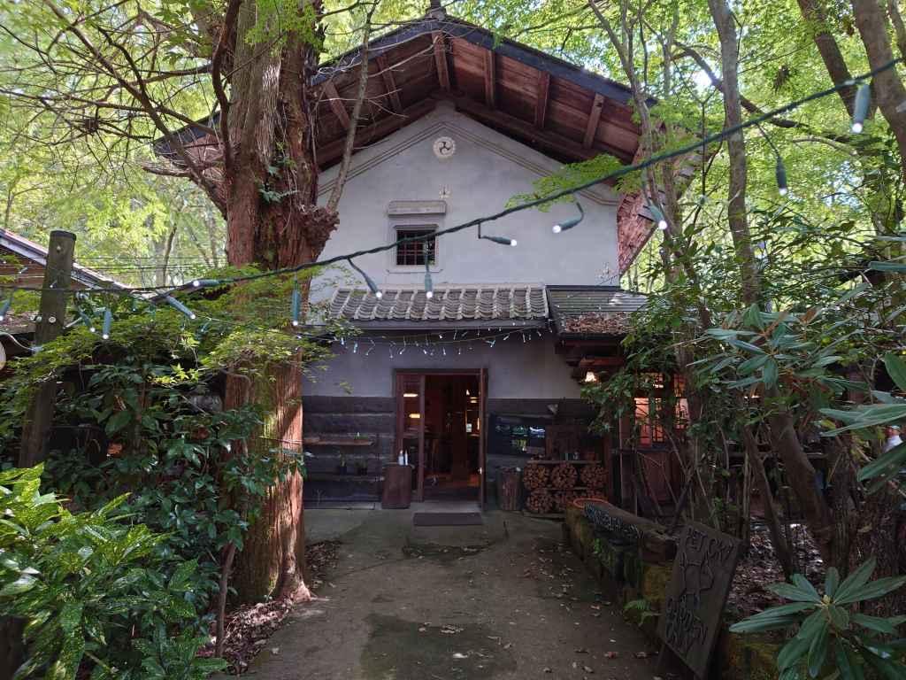 「森の時間(熊本県南小国町)」木立に囲まれた癒しの隠れ家カフェ!まるでジブリの世界