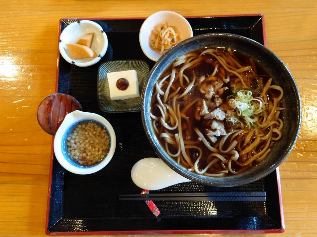 「吾亦紅(熊本県南小国町)」そば街道の人気店で極太そばをいただきました!そば粥も美味しい