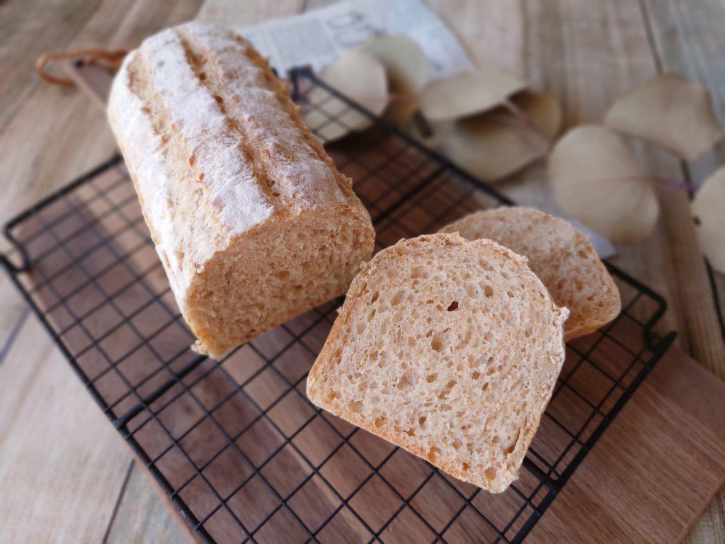 おうち時間☆レシピ本「シンプルでおいしい こねないパン」の全粒ブレッドを焼きました