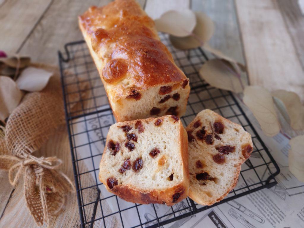 おうち時間☆レシピ本「シンプルでおいしい こねないパン」のレーズン食パンを焼きました