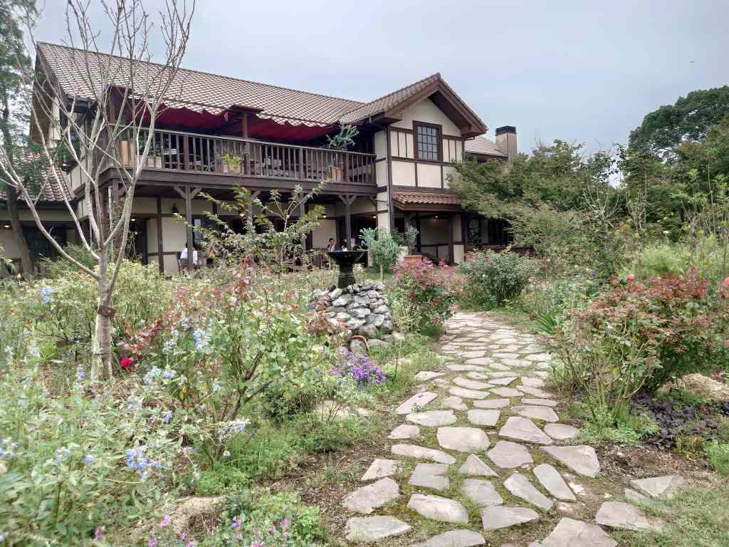 「大神ファーム(大分県日出町)」ガーデン散策のあとは素敵カフェでティータイム!苗市場もあります