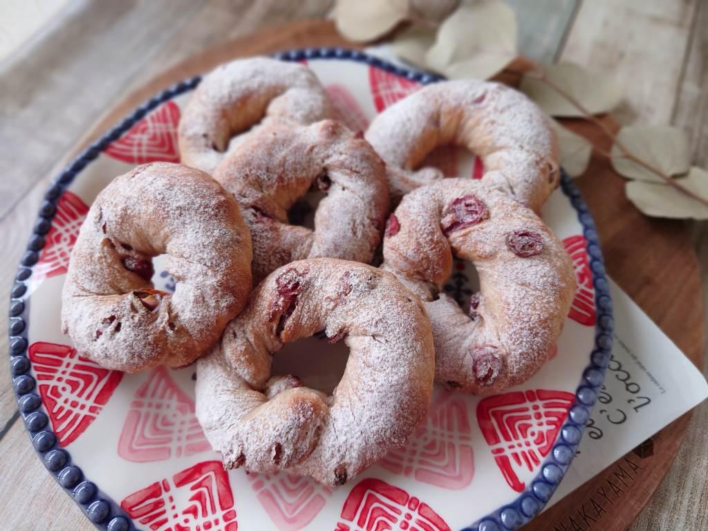 おうち時間☆レシピ本「シンプルでおいしい こねないパン」のクランベリーパンを焼きました
