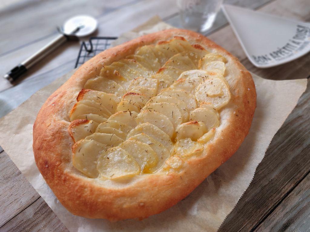 おうち時間☆レシピ本「シンプルでおいしい こねないパン」のじゃがいもピザを焼きました